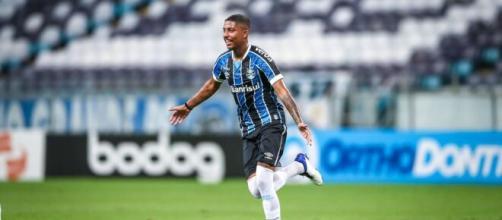 Fluminense pode oferecer jogadores para contar com Jean Pyerre (Lucas Uebel/Grêmio)