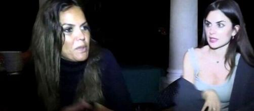 Marta López y Alexia Rivas discuten en la terraza del hotel en Honduras. (Imagen: Telecinco)
