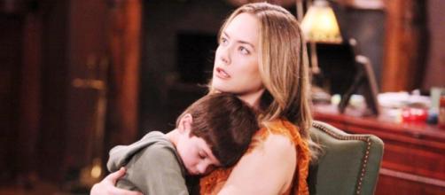 Beautiful trame maggio: Douglas dice a Hope di aver mal di pancia quando papà bacia Zoe.