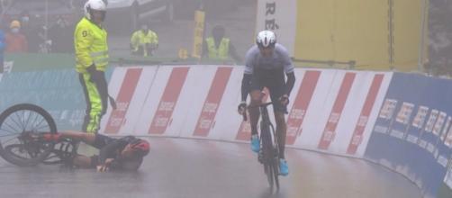 La caduta di Thomas e la vittoria di Woods al Giro di Romandia.