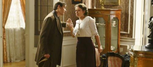 Una vita, trame spagnole: Santiago addio, arriva Laura pronta a tormentare Felipe.