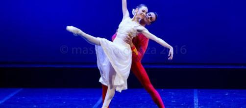 Amici, Anbeta Toromani sull'addio al programma: la ballerina discusse con Maria De Filippi.