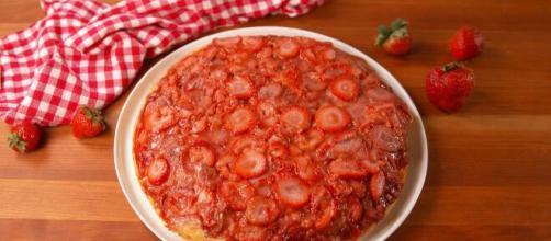 Best upside down strawberry cake (Image source: Delish/YouTube)