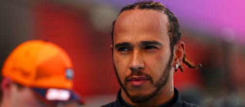 Lewis Hamilton vince a Barcellona davanti a Max Verstappen