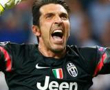 Gianluigi Buffon con la maglia della Juventus.