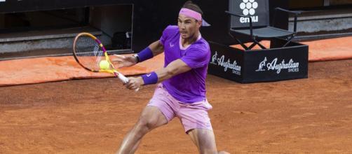 Rafa Nadal passa agli ottavi di finale degli Internazionali d'Italia 2021.
