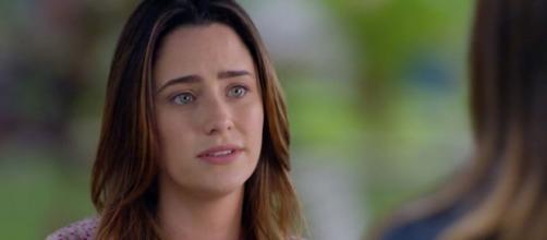 Ana confessa a Alice que ainda tem amor por Rodrigo em 'A Vida da Gente' (Reprodução/TV Globo)