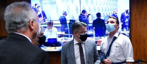 Flávio Bolsonaro e Renan Calheiros batem boca na CPI da Covid (Marcos Oliveira/Agencia Senado)