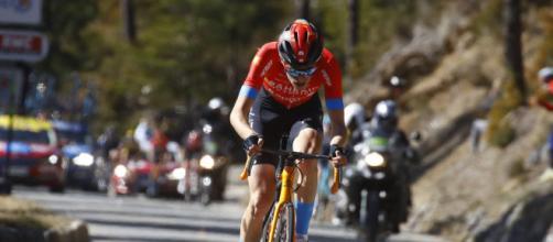 Gino Mäder vince la sesta tappa del Giro d'Italia.