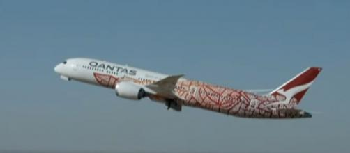 Qantas' flight to 'nowhere' sells out in just minutes (Image source: 7NEWS Australia/YouTube)
