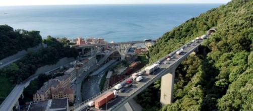 Un tramo de la autopista de la Liguria, donde murió el hombre y donde la esposa descubrió que tenía una amante. (Foto Wikipedia Common)