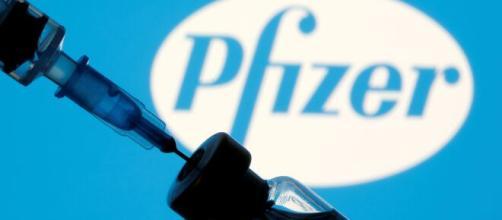 Valentina Marino, direttore medico di Pfizer Italia, rassicura sul prolungamento della seconda dose del vaccino.