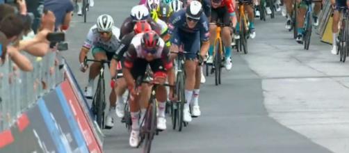 La volata della tappa di Termoli del Giro d'Italia.