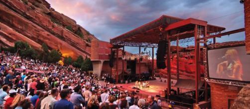 Covid, al Red Rocks Amphitheatre di Morrison il pubblico potrà vaccinarsi prima del concerto.