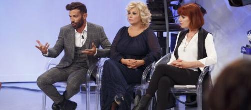 Uomini e Donne, Gianni Sperti sotto accusa.