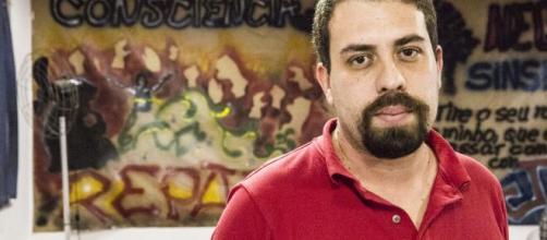 Guilherme Boulos (PSOL) tem aparecido bem nas intenções de votos para o governo de SP. (Arquivo Blasting News)