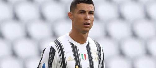 Cristiano Ronaldo trasloca le supercar dal garage di Torino.