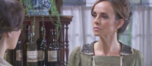 Una vita, anticipazioni: Felicia schiaffeggia Camino e le dà dell''invertita'.