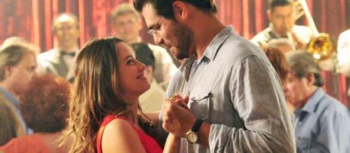 Ana e Lúcio trocam carinhos em 'A Vida da Gente' (Reprodução/TV Globo)