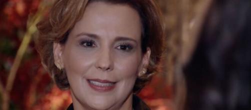 Eva fica contente em 'A Vida da Gente' (Reprodução/TV Globo)