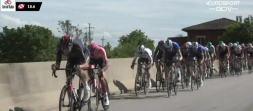 Lo sprint di Campello sul Clitunno con Bernal ed Evenepoel protagonisti.