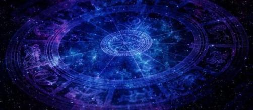 Predizioni oroscopo della giornata di sabato 22 maggio 2021.