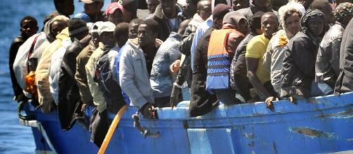 Spagna, sei mila migranti arrivano nell'enclave di Ceuta dal Marocco, molti sono minori.