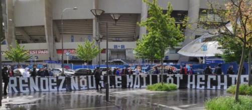 Le CUP manifeste contre le nouveau maillot du PSG (Photo : Collectif Ultra Paris via Twitter : @Co_Ultras_Paris)