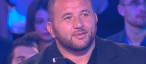 Mokhtar fait partie de la famille de l'émission de Cyril Hanouna - Source : Capture d'écran C8