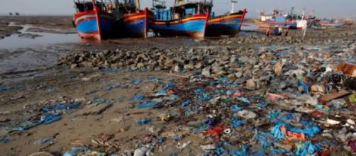 Plastic pollution crisis: how waste ends up in our oceans (Image source: Global News/YouTube)