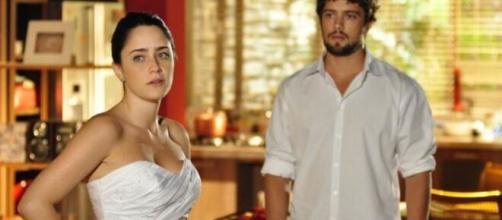 Rodrigo vê Ana vestida de noiva em 'A Vida da Gente'. (Reprodução/TV Globo)