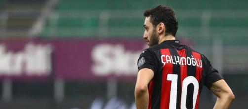 Milan: Hakan Calhanoglu potrebbe trasferirsi all'Al-Duhail