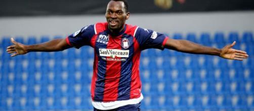 Simy, l'attaccante del Crotone il prossimo anno potrebbe rimanere in serie A.