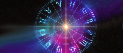 L'oroscopo di domani 26 maggio: buone notizie a Gemelli e Vergine, non al Toro (1ª parte).