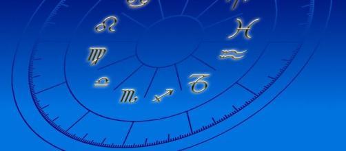 L'oroscopo di lunedì 24 maggio.
