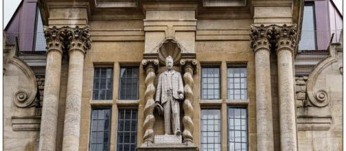 Cecil Rhodes statue at Oxford (Image source: Howard Stanbury/Flickr)