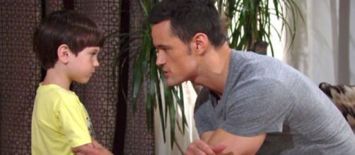 Beautiful: Thomas spiega a Douglas le mosse da compiere prima delle sue nozze.
