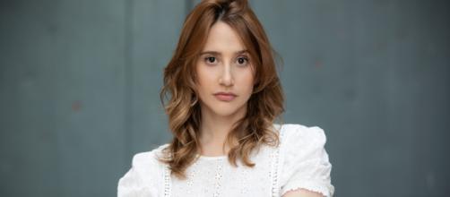 Il Paradiso delle Signore, Mariavittoria Cozzella interpreta Dora Vianello.