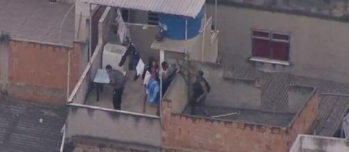Polícia Civil em operação na Favela do Jacarezinho (Reprodução/TV Globo)