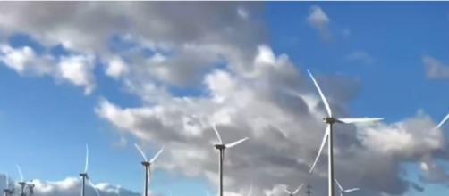 Biden administration aims for 20 million homes powered by renewable energy like offshore wind by 2023 (Image source: NBC News/YouTube)