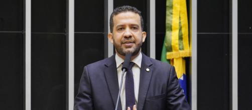 Janones é voz ativa para aumento e extensão do pagamento do auxílio emergencial (Pablo Valadares/Câmara dos Deputados)