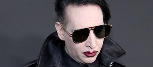 Marilyn Manson: emesso un mandato d'arresto per il cantante