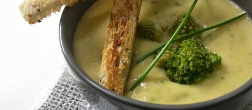 Crema di sedano al sesamo, una ricetta fresca per ogni stagione.