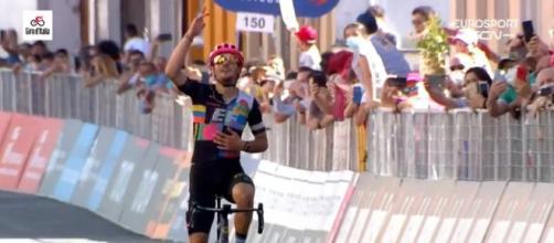 Giro d'Italia: l'arrivo di Alberto Bettiol a Stradella.