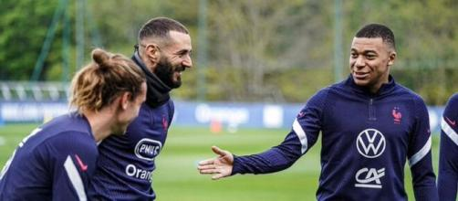 Le retour de Karim Benzema en Équipe de France nous offre un trio d'attaque incroyable. (Photo : Twitter @Équipe de France de football)