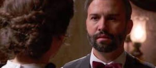 Una vita, trame spagnole: Felipe inizia a sospettare della buonafede di Genoveva.