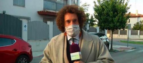 El reportero de Sálvame ha denunciado lo ocurrido mediante una conexión en directo (@telecincoes)