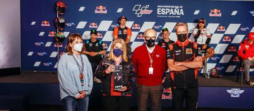 Alcaldesa de Jerez de la Frontera recibe el galardón al Mejor Gran Premio del Año. (Twitter: @_MamenSanchez)