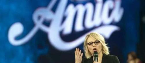 Amici, semifinale 8 maggio: potrebbe esserci una tripla eliminazione senza televoto.