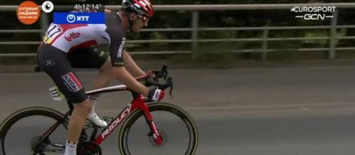Brent Van Moer in fuga solitaria al Giro del Delfinato.